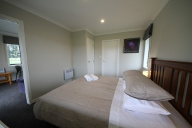 mini-Bedroom-02